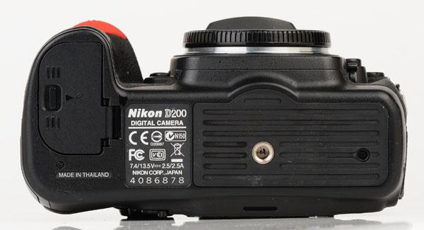 Nikon D200 bottom